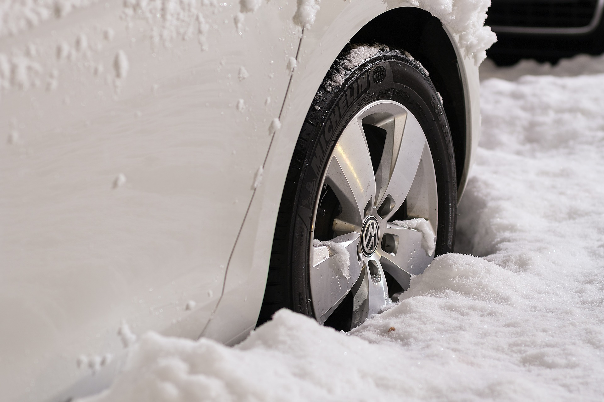 5 Ways to Save Money When Driving in the Winter